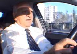 فیلم مستند «سر بر شانه آسمان»            www.filimo.com/m/CtUu4