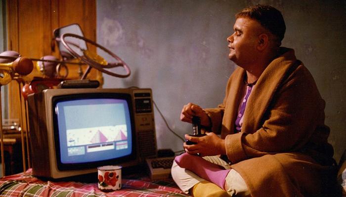 اکبر عبدی در فیلم مادر