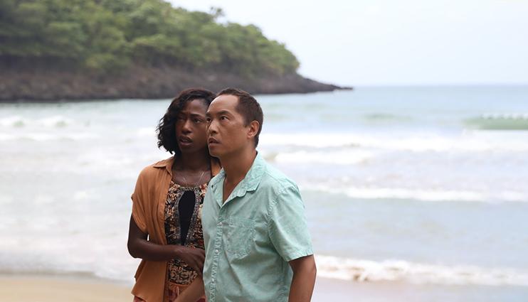 کن لئونگ و نیکی آموکابرد در نمایی از فیلم پیر